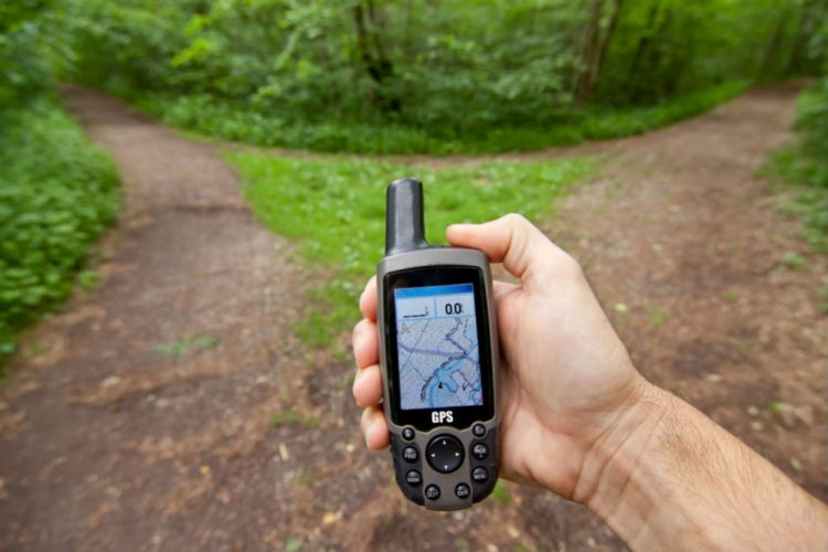 How Does a GPS Receiver Determine the Distance Between You and the Satellites